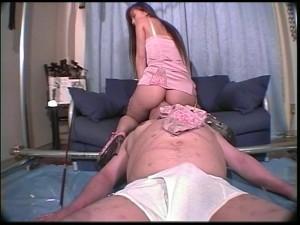 続・便器夫屈辱結合部分舐め~セレブ義理母娘の舌奴隷 2
