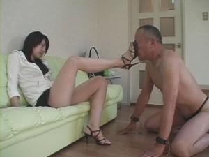 脚舐めM男画像
