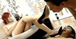 中国女王様の複数プレイ 脚舐め・踏み付け・ビンタ・蹴り・餌付け