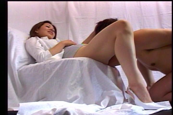 美しいお姉さまにいたぶられるM男~飲尿・クンニ・ディルド奉仕~ 1