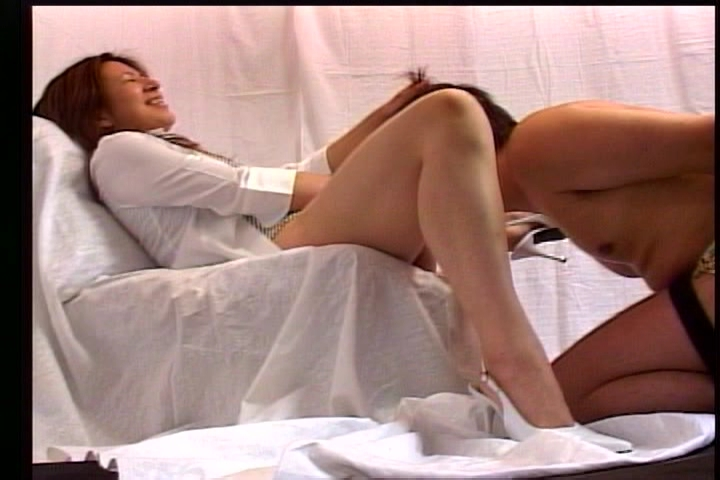 美しいお姉さまにいたぶられるM男~飲尿・クンニ・ディルド奉仕~ 14