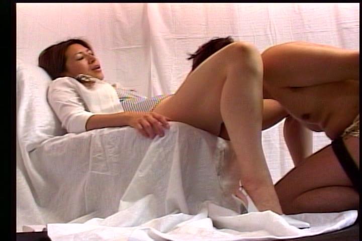 美しいお姉さまにいたぶられるM男~飲尿・クンニ・ディルド奉仕~ 19