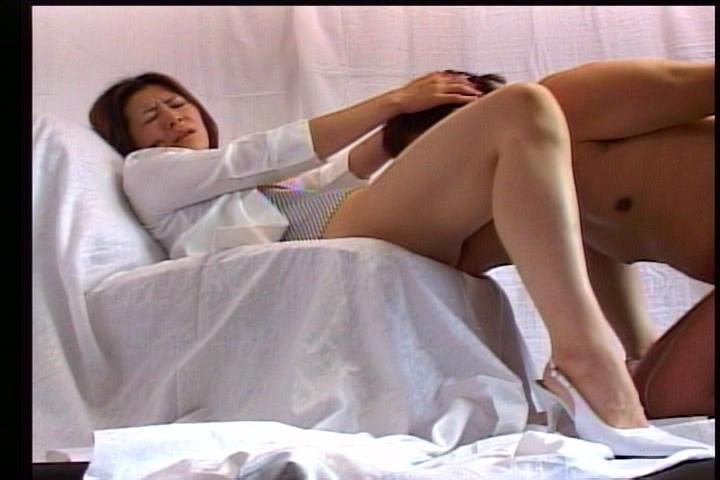M男画像-強制クンニ・ディルド奉仕