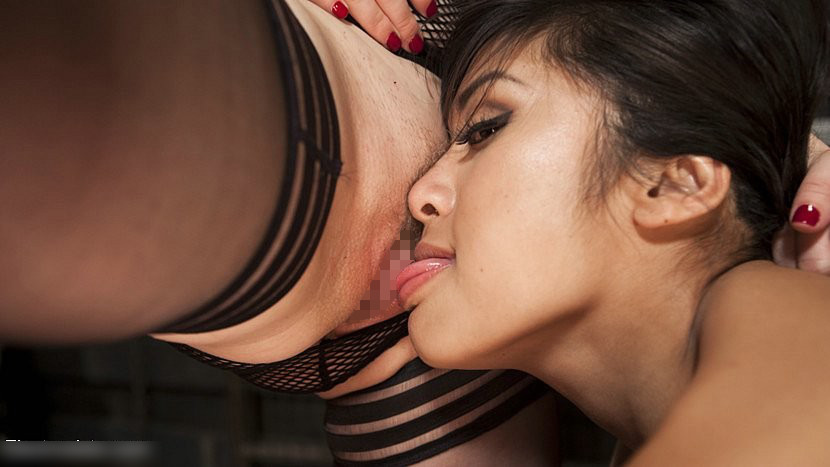 外国人美女のレズSM 強制クンニ・飲尿 9
