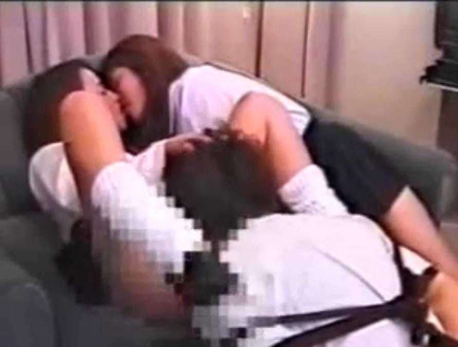 【M男動画】レズ女子校生カップルのクンニ道具にされるM男