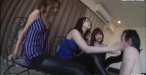 【M男動画】美女3人組にビンタされたり足蹴にされながら脚の匂いを嗅ぐM男