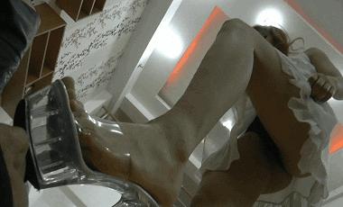 中国女王様のM男いじめ 脚舐め・踏み付け・ビンタ・蹴り