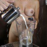 S女に糞と牛乳のミックスウンチジュースの飲まされるM女奴隷