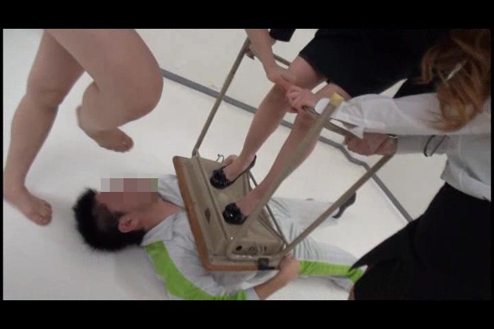 脚でM男をリンチするドS女 画像まとめ PART.2