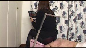 一般女性モニター達による窒息顔面椅子男 耐久力試用リポート1