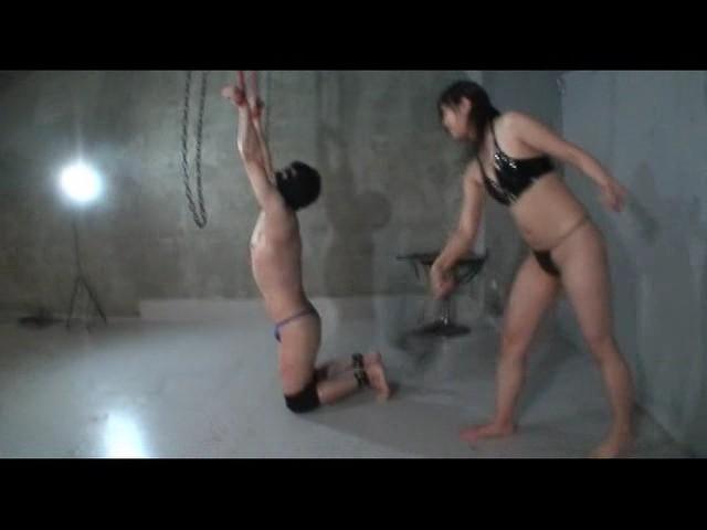 男を折檻する女達 緊縛!リンチ拷問責め