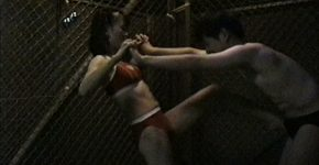 【素人金蹴り動画】局部を女性に蹴られる金蹴り映像
