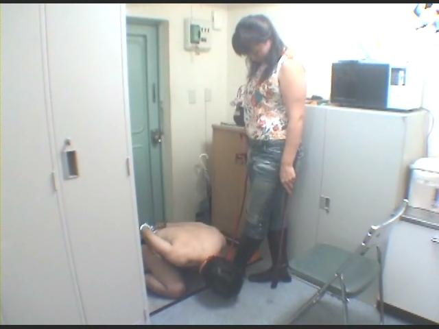 美人看護婦の逆襲 強烈!太腿・巨尻責め