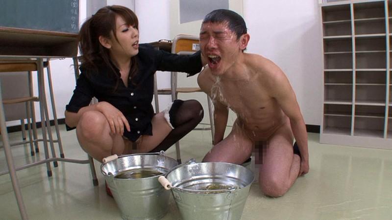 【聖水人間便器3】おしっこで虐められ、飲尿を強制されるM男