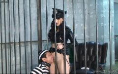 空腹と射精管理で女看守に支配されていく囚人 Yun