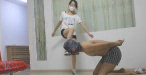 中国女王様のM男顔蹴り・金蹴り・首踏みつけ