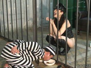 空腹と射精管理で女看守に支配されていく囚人 Yun3