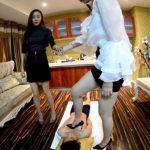 美脚&ヒールが突き刺さる中国美女2人組のM男イジメ