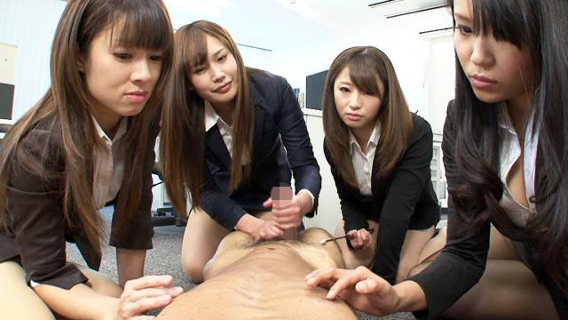 【CFNM】女性集団に囲まれてチンポイジメに遭ってしまった件