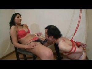 屈辱の尻舐め奴隷 美女達の美脚美尻責め。
