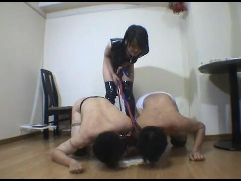 【超屈辱プレイ】M男同士に強制ホモプレイ(キス・フェラ・アナル舐め)を強要する女王様
