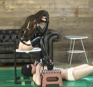 エミル女王様を崇拝するマゾ男専属奴隷達 乙姫エミル MLDO-137
