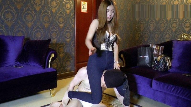中国美人女王様のM男人間椅子遊び