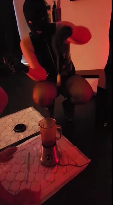 強制食糞動画《海外素人女王様》