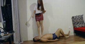中国美女の全体重M男踏みつけ遊戯