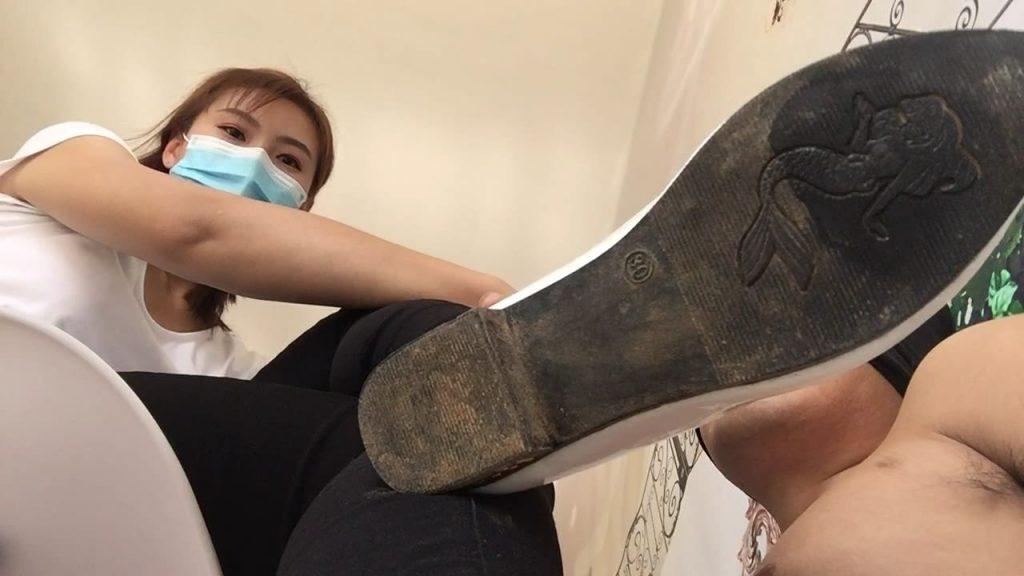 中国ギャルの靴舐め・足舐め バーチャルアングル