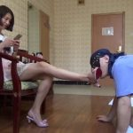 清楚系中国女子の徹底足舐め調教