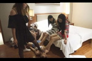 m-man-foot-slave-of-chinese-s-female-group (2)