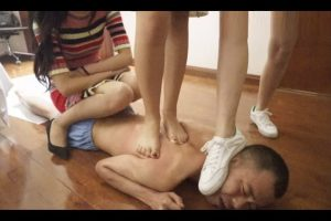 m-man-foot-slave-of-chinese-s-female-group (7)