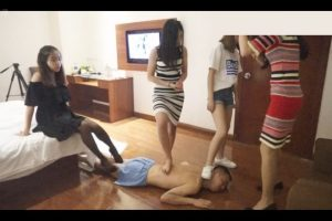 m-man-foot-slave-of-chinese-s-female-group (8)