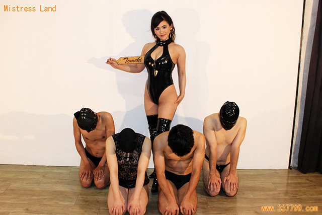 兎女鬼女王様と崇拝する奴隷信者達