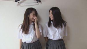 可愛い女子校生2人組のオシッコ同時浴び&ダブル痴女抜き
