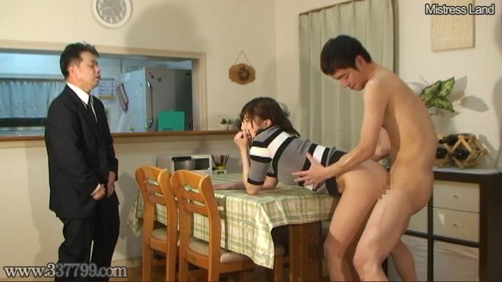 寝取られマゾ夫に浮気を見せつけあざ笑う妻 早川瑞希 画像 13