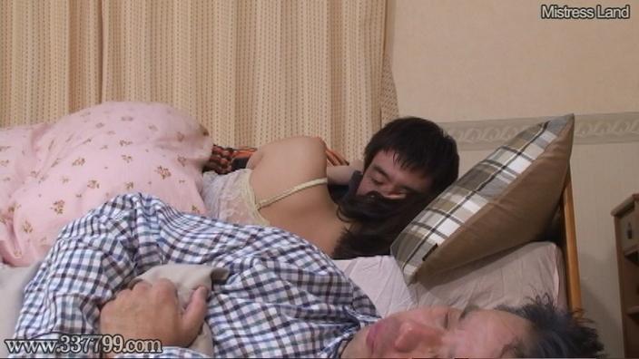 寝取られマゾ夫に浮気を見せつけあざ笑う妻 早川瑞希 画像 17
