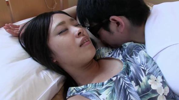 萌菜ちゃんとベッドでネットリ激臭ツバベロフェチプレイ