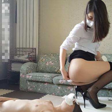 中国北京・雪(シュェ)女王様の人間便器M男調教