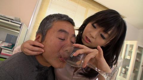 小便貴婦人 羽月希 M男診察室で薬と称した小便を飲ませる! 04