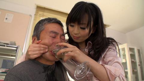 小便貴婦人 羽月希 M男診察室で薬と称した小便を飲ませる! 03