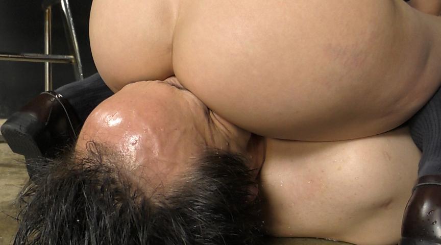 強制飲尿M男虐待 M男、パイパンの刑! 画像 16