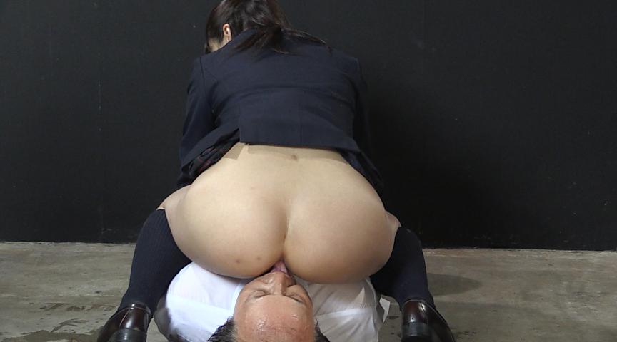 強制飲尿M男虐待 M男、パイパンの刑! 画像 04