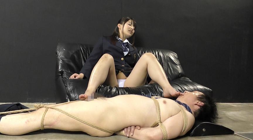 強制飲尿M男虐待 M男、パイパンの刑! 画像 05