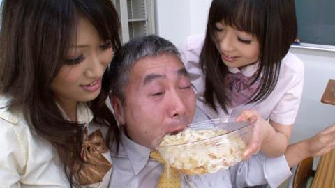 先生、今日は私の小便だよ。美味しく召し上がれ♪ うどんのおつゆは女生徒の小便! 稲川なつめ 羽月希 美月優芽 02