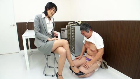 小宮杏里刑事のM男強制事情聴取 02