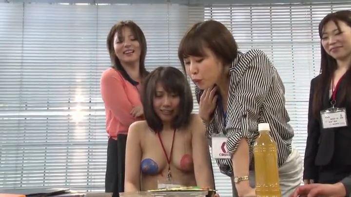 つば弁当 女性同士の食事いじめ 07