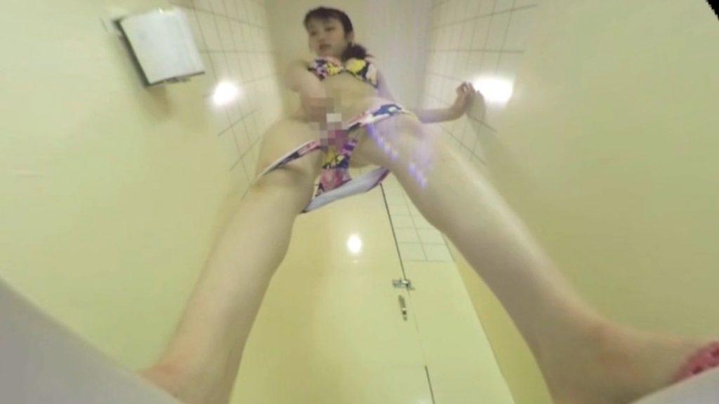 海水浴場で水着GALに聖水便器に・・・人間便器VR動画 05
