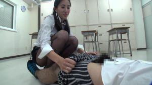 放課後〜金蹴り教室 2 金蹴り好きな女教師&JK達!! 画像06